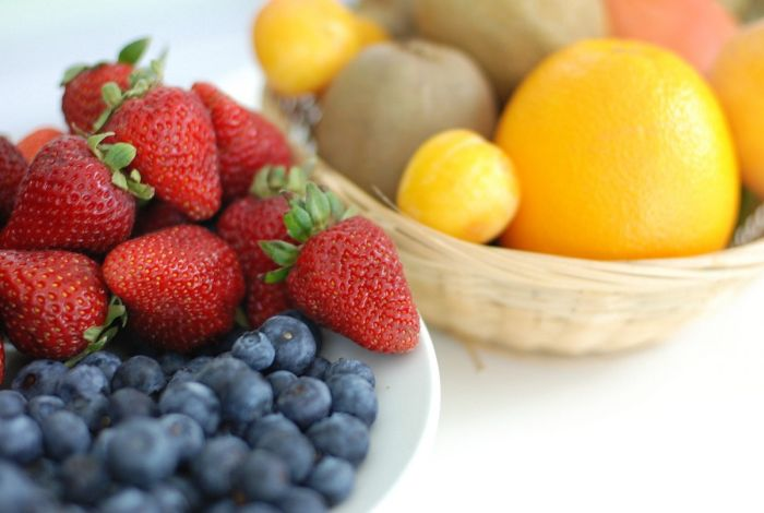 The importance of healthy eating habits with fruit