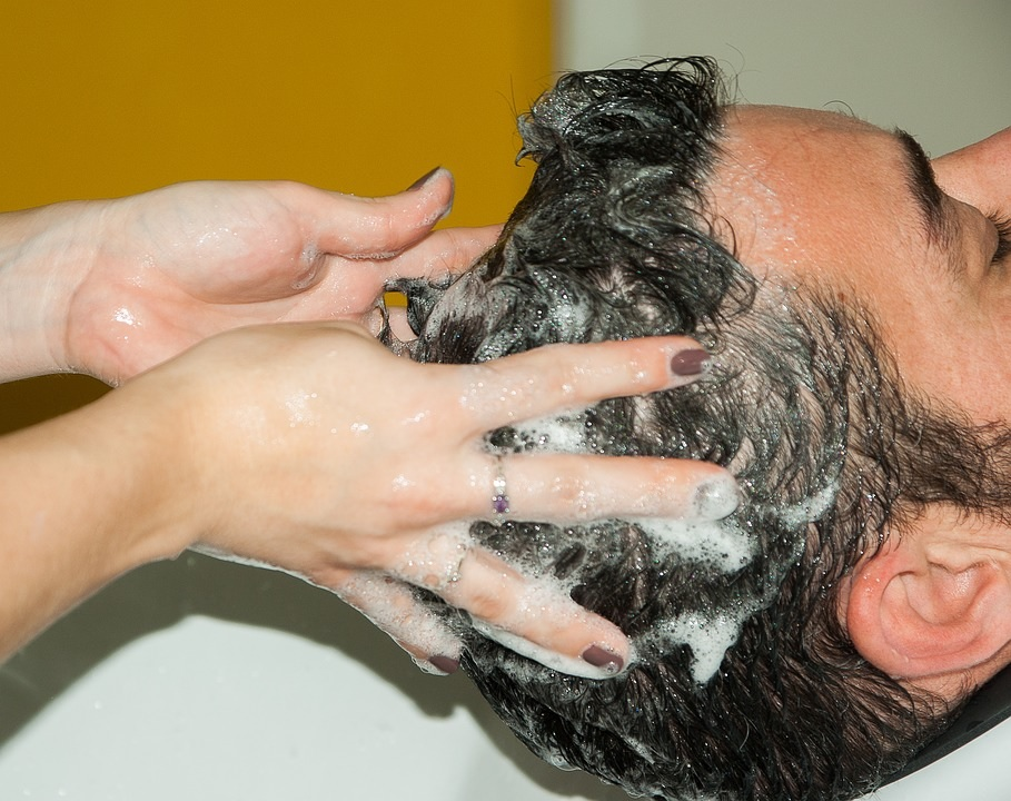 Tips for naturally removing dandruff